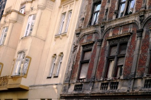 Apartment blocks in District VIII (photo by Sergio Tirado Herrero)